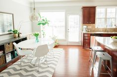 Kendal Rogers' Atlanta Townhome #theeverygirl. Love the new gray expedit.