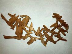 Volo di piccioni - scolpito su legno da Claudio B.