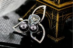 Cute Design Alloy Micro Pave Crystal Trifoliate Flower Brooch with Pearl #crystal #pearl