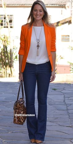 Look do dia - casual friday - look de trabalho - moda corporativa - jeans flare - blazer laranja - Orange - animal print