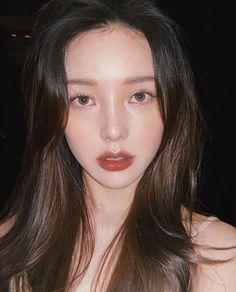 Korean Short Hair Bangs, Long Hair With Bangs, Short Hair Styles, Asian Bangs, Haircuts Straight Hair, Haircuts With Bangs, Pony Makeup, Hair Makeup, Natural Glowy Makeup