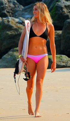 alana blanchard THE Big collection of photos of beautiful girls on the beach, in the car, in the countryside. Look more. Alana Blanchard, Kundalini Yoga, Pilates Reformer, Surf Girls, Athleisure, Female Surfers, Soul Surfer, Surf City, Surf Style
