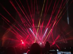 David Gilmour Tour mars 2016 à Hollywood Bowl Les lasers pendant Comfortably Numb Hollywood Bowl .