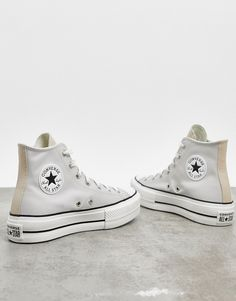Converse - Chuck Taylor Lift - Baskets plateformes montantes - Blanc cassé et beige contrastant Mode Converse, Sneakers Mode, Outfits With Converse, Girls Sneakers, Sneakers Fashion, Fashion Shoes, Shoes Sneakers, Galaxy Converse, Chanel Sneakers