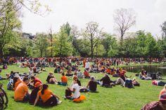 #amsterdam  今天的氣氛其實就好似我想我們香港年三十晚的年宵。所有人一家大小全部都出來慶祝。不過這裡的人全部一早就開始喝 #Heineken ,所有成人不分男女都是! #netherland #holland #picnic #park #travel #bike