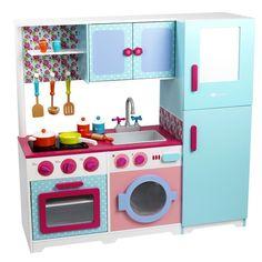 Cocinita de madera con frigorífico y accesorios