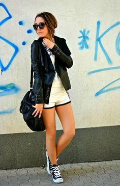 casual / sporty outfit - i love the black / white contrasting pieces. Sport Fashion, Girl Fashion, Fashion Outfits, Womens Fashion, Fashion Black, Street Fashion, Fashion Ideas, Fashion Tips, Casual Sporty Outfits