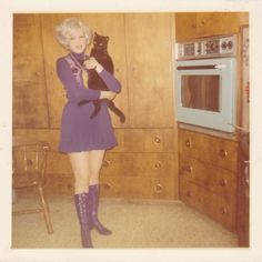 Wearing her super groovy purple mini dress & boots made Minnie feel like could do anything - including putting her cat in the oven.