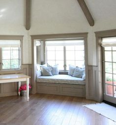Doskonałe miejsca przy oknie z dużą ilością światła