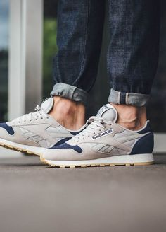 Reebok Classic Leather SM in 'Sand & Blue Ink' Zapatos Steve Madden, Steve Madden Shoes, Balenciaga Shoes, Valentino Shoes, Chanel Shoes, Sneakers Mode, Sneakers Fashion, Fashion Shoes, Trendy Shoes