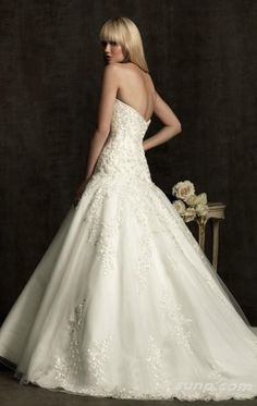 Ball-gown Floor-length Sweetheart Dress Ivory Button Wedding Gowns 1290 Lace Embroidery Sweep Train SunpWeddingdresses0028210