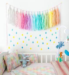 decoration mur chambre bebe sticker goutte et guirlande tassel
