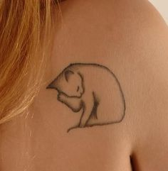 outline-cat-tattoo-on-back-shoulder