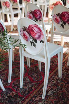 Photography : Mango Studios Read More on SMP: http://www.stylemepretty.com/new-york-weddings/new-york-city/2016/03/16/secret-garden-rooftop-nyc-wedding/