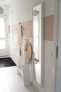 Entry Hallway, Entryway, Hallway Ideas, Vintage Carpet, Futuristisches Design, Furniture Inspiration, Home Decor Furniture, Future House, Oversized Mirror