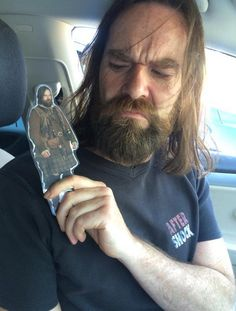 Duncan Lacroix has a Murtagh on his shoulder watching over him - Outlander
