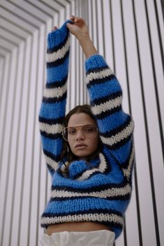 Knit sweaters to inspire badass patterns! 😉 knit Ganni, pants Weekday, glasses vintage Source by theknottyones Vogue Knitting, Lace Knitting, Knitting Patterns, Knitting Tutorials, Stitch Patterns, Crochet Patterns, Knitwear Fashion, Knit Fashion, Style Fashion