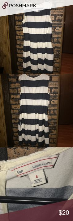 """Gap Dress White & Black Stripped Gap Dress. 34"""" long. Small dot on the dress as shown in the pictures GAP Dresses"""