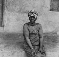 File:COLLECTIE TROPENMUSEUM Portret van een Yoruba vrouw met tatoeages TMnr…