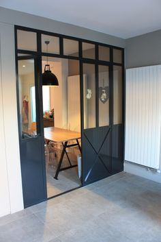 Photo : porte de cuisine de style atelier d'artiste