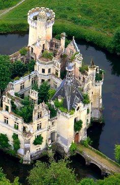 Château de la Mothe-Chandeniers, Les Trois- Moutiers, Poitou-Charentes