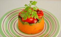 (Zentrum der Gesundheit) - Kartoffelpüree kennt natürlich jeder. Ein Püree aus Süsskartoffeln ist jedoch etwas sehr Besonderes und versorgt auch mit ganz anderen Nähr- und Vitalstoffen als die normale Speisekartoffel. Einmalig köstlich mundet das basische Süsskartoffel-Püree in Kombination mit einer mediterranen Kräutertapenade. Dazu ein feiner Tomatensalat, der umso besser schmeckt, je aromatischer die Tomaten sind. Wählen Sie daher die besten Tomaten, die Sie finden können, wie z. B. die…