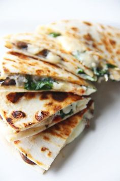 Spinach, Sundried Tomato, Mushroom & Goat Cheese Quesadilla (Try baking at 400 degrees for 12 minutes, flipping halfway) Quick Recipes, Veggie Recipes, Mexican Food Recipes, Vegetarian Recipes, Cooking Recipes, Healthy Recipes, Spinach Quesadilla, Quesadilla Recipes, Spinach Stuffed Mushrooms