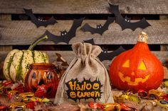 #woreczki na #halloween to fantastyczne rozwiązanie! Sprawdź w czym trzymać #cukierki halloweenowe#halloweenbags #trickortreat #pumpkin #halloweensweets  #halloweenpouch #halloweenbag #burlapbag #zabawazdziećmi #polskamama #instamama #inspiracja #instakid Trick Or Treat, Pumpkin Carving, My Photos, Pouch, Vegetables, Halloween, Burlap Bags, Organza Bags, Food