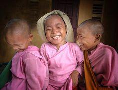 "1,475 Me gusta, 30 comentarios - Steve Wallace (@wallace_steve) en Instagram: ""Young nuns in Myanmar.#nikonnofilter #stevewallace #myanmar #bbc_travel #nuns"""
