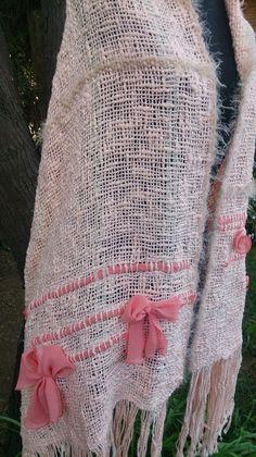 Lola Telares Loom Weaving, Hand Weaving, Weaving Projects, Weaving Patterns, Weaving Techniques, Knit Crochet, Nuevas Ideas, Textiles, Fancy