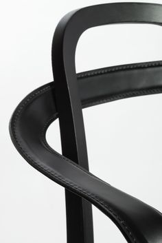 Woodnotes' Siro+ with armrests, detail. The armrest is a bended metal covered with leather curved around the chair creating a beautiful and slender look. Siro+ with Armrests can be used as a dining chair or side chair. Oak frame, stained black with black leather.