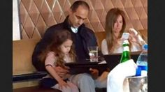 مما لا شك فيه أن ثورة 25 يناير أحدثت تغيراً في جوانب عديدة فى المجتمع المصىري، وسوف نتحدث عن جانب واحد وهو جانب نفسي إجتماعي، والذي يتجه نحو الرئيس السابق حسنى مبارك وعائلته، فهناك إتجاه متعاطف مع العائلة ويرى أنهم مصريين ولهم حق المعيشة العادية كأي مصري يتمتع ببلده ويعيش فيها، وهناك إتجاه آخر يرى أ