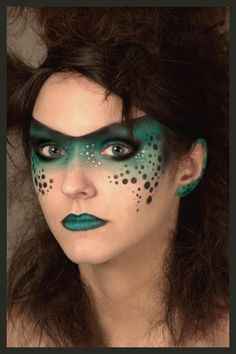 Green face paint Mask with Black Bubbles painted with Bad A-- Mini Stencils! Junge  Frau, gruen und schwarz.Fascinierend