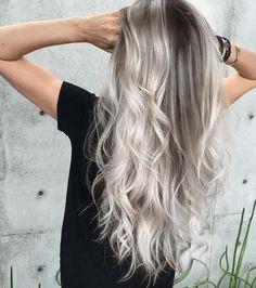 Unsere Haare dürfen im Winter gerne richtig hell werden.