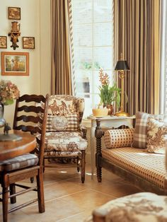 ci_charles-faudree-interiors_pg_105_daybed-armchair