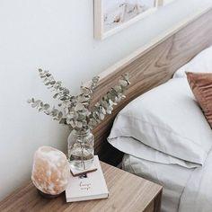 Innenraum mit Salzlampe – # - Lampe ideen Interior with salt lamp # Interior with salt Interior Design Minimalist, Minimalist Home Decor, Minimalist Bedroom, Minimalist Style, Minimalist Apartment, Minimalist House, Minimalist Nightstand, Minimalist Wardrobe, Bedroom Lamps
