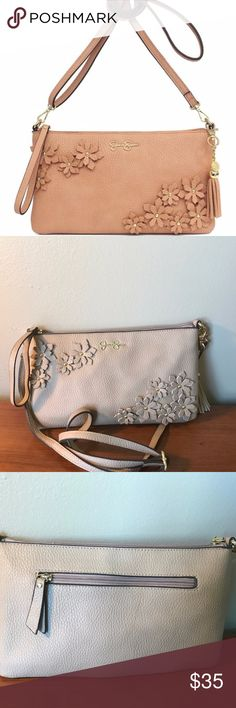 NWT JESSICA SIMPSON Lorelei Clutch Crossbody Bag JESSICA SIMPSON TAN Lorelei Clutch X-Body Bag PRODUCT DESCRIPTION: Add a burst of delight to your everyday look with this charming crossbody bag that features delicate floral details and a plenty of room for your day-to-day essentials.  11'' W x 6.25 H x 1'' D 28'' shoulder drop Magnetic snap closure Man-made Lined Interior: two slip pockets and one zip pocket Exterior: one back zip pocket comes from a smoke-free home and ships in one business…