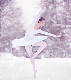 As white as snow Ballerina Photography, Snow Photography, Christmas Photography, Friend Photography, Photography Poses, Snow Pictures, Dance Pictures, Christmas Pictures, Snow Dance
