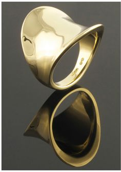 18ct yellow gold pinkie ring carved from wax - Eva Dorney Goldsmith