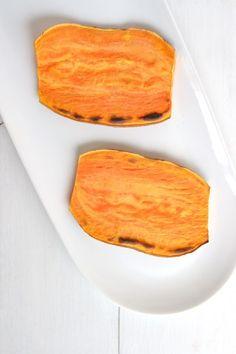 Die Süßkartoffeln werden im Toaster geröstet und werden weich