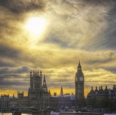 Big Ben and Houses of Parliament; London; photo by Al Richardson/almonkey