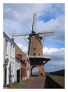 Molen Rijn en Lek, Wijk Bij Duurstede, Utrecht. This windmill was built on an old city Gate (Leuterpoort). #Netherlands #travel