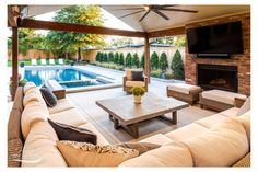 Backyard Pool Landscaping, Backyard Pool Designs, Patio Ideas With Pool, Pool And Patio, Lanai Ideas, Pool Porch, Pool Lounge, Diy Pool, Swimming Pools Backyard