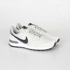 official photos 2abf1 c185b Nike Wmns Internationalist