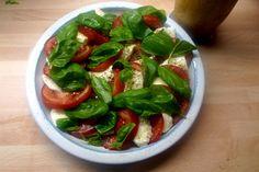 Caprese,Eierpfannkuchen mediterran,vegetarisch