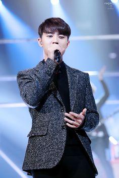 D.O - 141226 2014 KBS Gayo Daejun Credit: 너와함께걷는길. (2014 KBS 가요대축제)