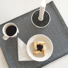Good morning Hyvää huomenta! Aamuhetki kullan kallis! #kahvi #coffee #kahvitauko #joulutorttu #christmas #tart #marimekko #kynttilä #candle #kotona #athome #nelkytplusblogit #åblogit #tuulaslife #coffeetimeisanytime