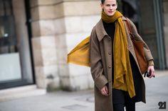 love that scarf. #SaskiaDeBrauw #offduty in Paris. #Le21eme