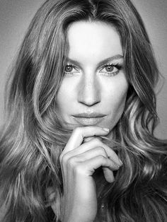 'Apesar de me divertir fazendo moda, não me sinto escrava dela', diz a top Gisele Bündchen, com 20 anos de carreira. Foto: Miro
