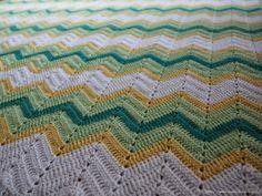 Ihan oikea blogi?: Virkattu siksak-peitto - Crochet zig zag blanket